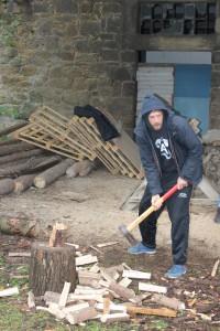 Matthi macht Holz